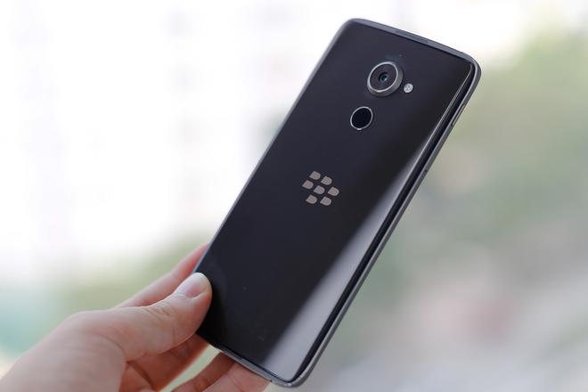 http://img.f8.sohoa.vnecdn.net/2016/11/23/12-BlackBerry-DTEK-60-VnE-9068-2-1479883497_660x0.jpg