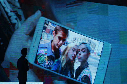 ra-mat-vivo-v5-smartphone-co-camera-truoc-20-megapixel-8