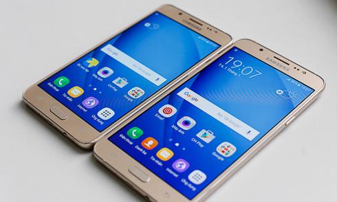 Smartphone tầm trung ồ ạt hạ giá cuối năm