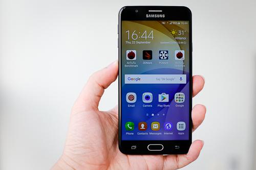 Thiết kế kế kim loại đẹp, màn hình lớn, cảm biến vân tay nhạy là những ưu điểm của Galaxy J7 Prime.