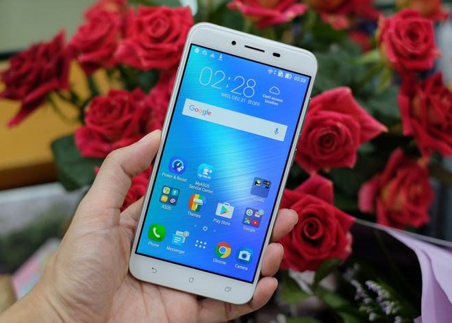 Smartphone màn hình 5,5 inch, pin chờ 38 ngày