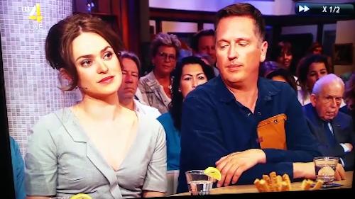 Quý ông nhìn trộm ngực người đẹp trên truyền hình