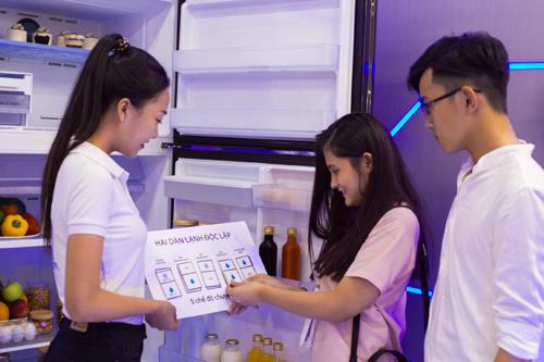 Với công nghệ hai dàn lạnh độc lập, tủ lạnh thế hệ mới Samsung Twin Cooling Plus mang đến cho người dùng những trải nghiệm vô cùng thú vị như tính năng tùy chỉnh 2 dàn lạnh Smart Conversion giúp tăng cường 35% diện tích lưu trữ khi chuyển ngăn đông thành ngăn mát, hoặc tiết kiệm đến 54% điện năng khi tắt bớt 1 trong 2 ngăn khi giảm nhu cầu sử dụng.