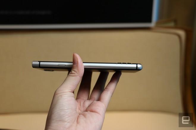 Nguyên mẫu điện thoại BlackBerry do TCL thiết kế