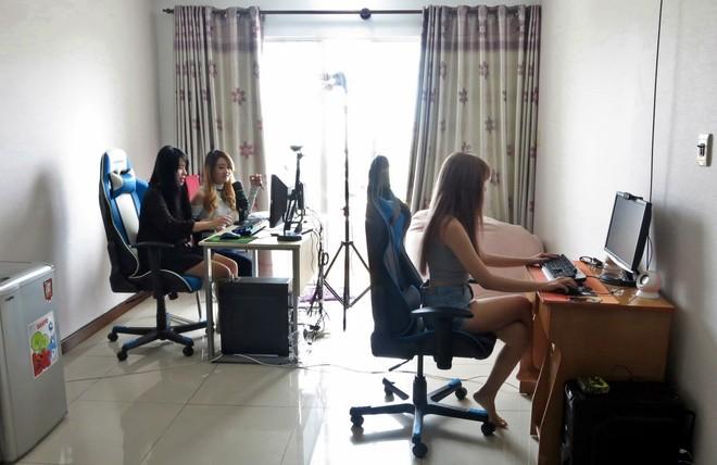Nhóm nữ game thủ 9x sống bằng game