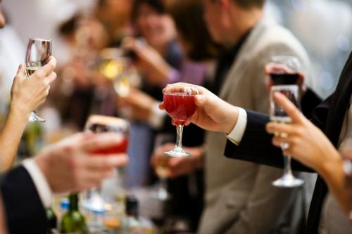 Những cuộc ăn nhậu, bia rượu khiến các game thủ khó giữa được sự tỉnh táo.