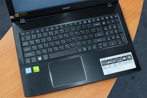 Acer Aspire E5 575G sử dụng chip Intel Core i7-7500U.