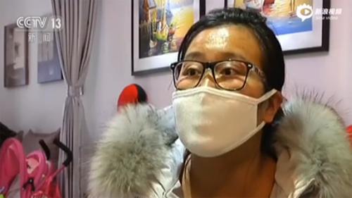 Tai nạn khi chơi game thực tế ảo khiến người phụ nữ này gãy mất 2 chiếc răng cửa.
