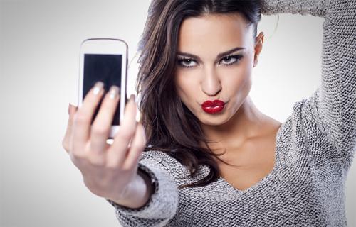 Nhiều người thấy ảnh selfie của mình hấp dẫn, nhưng thực tế chẳng mấyai quan tâm. Ảnh minh họa:mundoxtreme