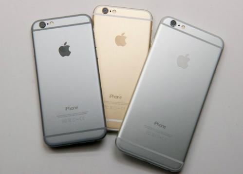 iPhone 6 và 6 Plus hàng mới chỉ còn trên kệ hàng chính hãng nhưng giá vẫn cao, ở mức 10 triệu đồng.