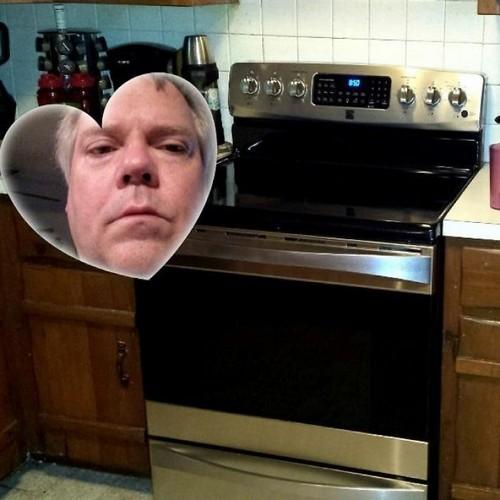 Bố tôi không biết làm thế nào để tắt tính năng hiển thị máy ảnh hình tim trên điện thoại và ông cố gắng gửi cho tôi một bức hình về cái bếp mới của mình.