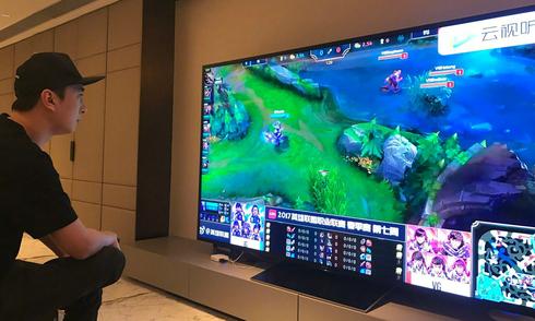 Thiếu gia Trung Quốc mua TV giá 1,7 tỷ đồng để xem đấu game