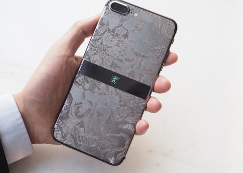 Kim loại quý rhodium cũng được sử dụng để phủ lên iPhone 7.