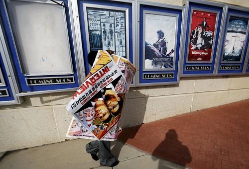 Poster phim The Interview tại Mỹ bị gỡ bỏ hôm 17/12. Ảnh: AP