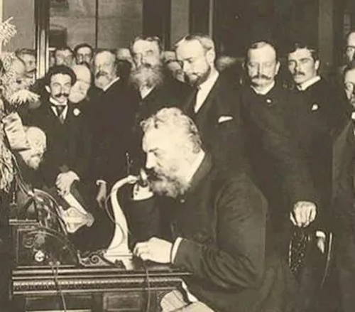 Western Union không thấy tương lai của điện thoại: Nhà phát minh Alexander Graham Bell trình bày sáng chế của ông với Western Union từ năm 1876 nhưng hãng này từ chối triển khai ý tưởng. Graham Bell sau này thành lập công ty Bell Telephone và được AT&T mua lại.