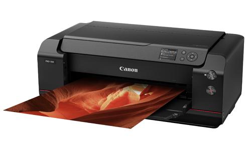 Canon imagePROGRAF PRO-500 sử dụng hệ thống mực 12 màu cùng với bộ tối ưu hóa màu sắc giúp cải thiện các gam màu lặp lại và tạo độ chính xác về màu sắc cao hơn.