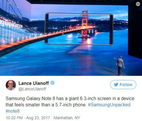 Ở góc này, màn hình 6,3 inch khổng lồ của Galaxy Note 8 mang lại cảm giác nhỏ hơn cả một chiếc điện thoại 5,7 inch.