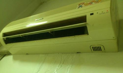 Người dùng nên cẩn trọng khi thiết bị chảy nước, hoặc đóng bụi lâu ngày không vệ sinh.