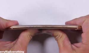 Dùng lửa đốt, bẻ cong iPhone 8 để thử độ bền