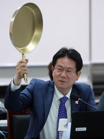 chinh-tri-gia-han-mang-chao-ra-de-noi-chuyen-game-1