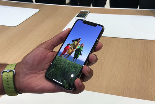 apple-len-tieng-ve-loi-bong-mo-tren-iphone-x