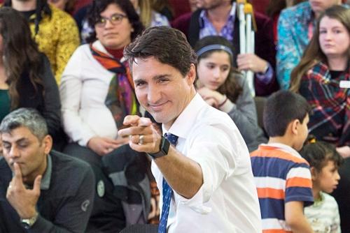 Ông Justin Trudeau đeo một chiếc Apple Watch bản 42 mm đầu năm nay.