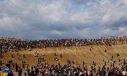Gần trăm nghìn người Nhật cùng ra hoang mạc bắt Pokemon - 212422