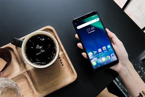 mobiistar-mo-dat-hang-smartphone-4-camera-prime-x-max-2018