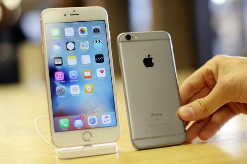 Pin chai dần theo thời gian khiến Apple phải giảm hiệu năng của máy để kéo dài thời lượng pin.