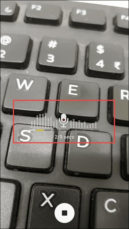Chế độ chụp ảnh có âm thanh được sử dụng nếu người dùng muốn vừa chụp hình và ghi lại âm thanh tại thời điểm ảnh được chụp, từ đó giúp bức ảnh trở nên sống động và có nhiều cảm xúc hơn. Tính năng này cho phép chụp hình và ghi lại âm thanh xung quanh trong khoảng thời gian 9 giây, có sẵn cho cả camera trước lẫn camera sau của Galaxy J7 Pro.
