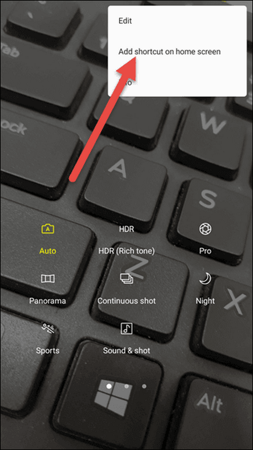 Có khá nhiều tính năng hỗ trợ chụp ảnh đẹp ẩn giấu bên trong giao diện camera của Galaxy J7 Pro, chẳng hạn như vuốt lên/xuống để chuyển đổi camera nhanh. Việc ẩn thân kỹ khiến nhiều người dùng, đặc biệt là những ai mới làm quen với máy thao tác khó khăn. Tuy nhiên, bạn có thể tạo phím tắt cho các tính năng này, bằng cách vào menu cài đặt hình ba dấu chấm trên giao diện > chọn Add shortcut on home screen > chọn chế độ ưa thích.
