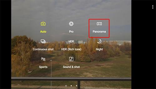 Đây là cách giúp người dùng có được tấm ảnh bao quát nhất, nhưng việc chụp panorama đêm cho chất lượng hình ảnh không cao như ban ngày. Tuy nhiên, với ống kính khẩu độ lớn của Galaxy J7 Pro, kết hợp với các thuật toán bên trong máy, người dùng sẽ có được bức ảnh lung linh ban đêm. Thao tác chụp ảnh khá đơn giản: chỉ cần vuốt ngang, chọn chế độ chụp toàn cảnh, nhấn chụp và lia máy theo hướng chủ thể cần lấy, cuối cùng nhấn nút chụp để kết thúc.