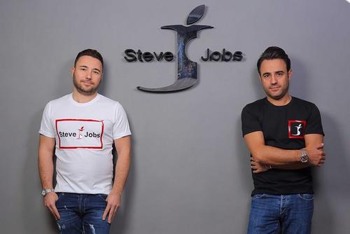 Anh em Barbato và logo thương hiệu Steve Jobs.