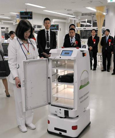 Robot thay y tá trong bệnh viện tại Nhật