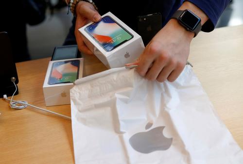 Nếu mua iPhone xách tay, người dùng cần đến các cửa hàng uy tín và không nên tin tưởng quá nhiều vào nhân viên tư vấn.