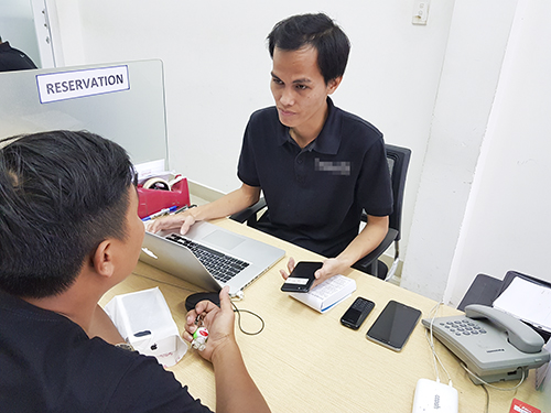 Khách hàng sẽ được tư vấn trước khi quyết định nên thay pin cho máy hay không.