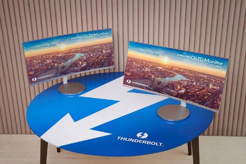 TV cong mới của Samsung có kết nối Thunderbolt 3 - 217844