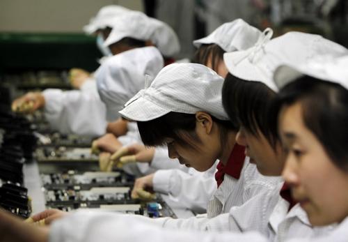 Công nhân sản xuất iPhone nhảy lầu tự tử không lý do