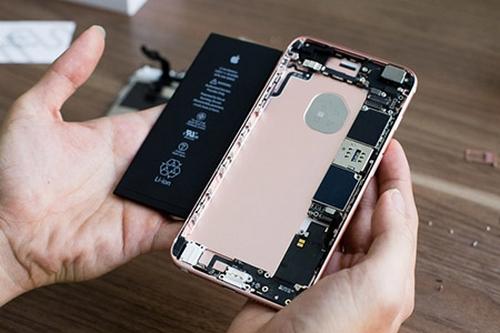 Apple thiếu pin thay cho khách hàng