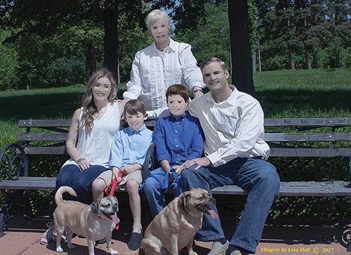 Bộ ảnh gia đình gây sốt mạng Internet vì xấu không tin nổi - 1