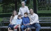 Bộ ảnh gia đình gây sốt trên Internet vì xấu 'không tin nổi'