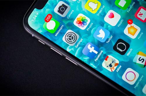 LG và Samsung phải cạnh tranh để sản xuất màn hình iPhone
