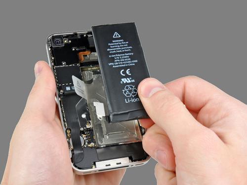 Nhiều người Việt bất bình với Apple vì pin iPhone