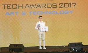 J7 Pro nhận giải điện thoại cho giới trẻ tại Tech Awards 2017