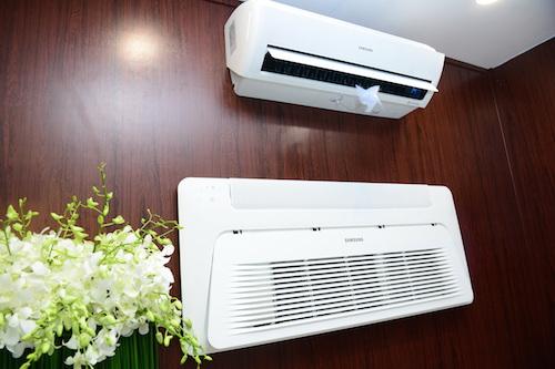 Máy điều hoà không khí sử dụng công nghệ Wind-Free với hai bước làm lạnh.