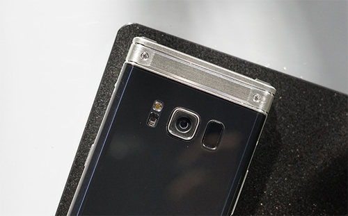 Samsung W2018.