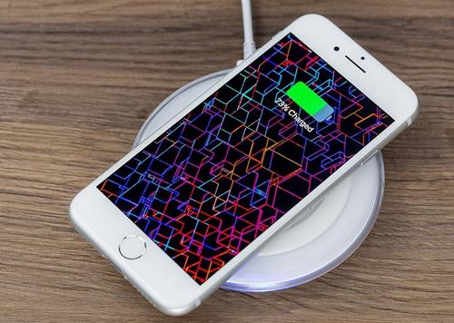 Sạc không dây có thể là nguyên nhân khiến iPhone 8 Plus nhanh chai pin hơn.