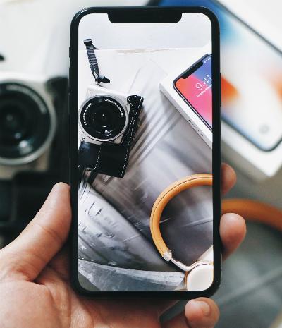 Chọn mua iPhone X tại FPT Shop, khách hàng được nhận thêm gói cước ưu đãi nghe gọi và data.