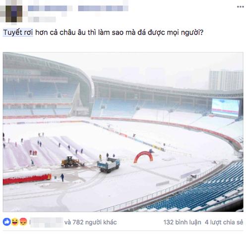 Trận chung kết giữa U23 Việt Nam và U23 Uzbekistan diễn ra tại Thường Châu (Trung Quốc) đang trải qua đợt lạnh kỷ lục và tuyết rơi dày. Nhiều cổ động viên đã lo ngại việc trận đấu bị hủy, nhưng cuối cùng nó vẫn diễn ra. Tuy vậy, điều này cũng khiến nhiều người không hài lòng, nhất là khi hiệp một trận đấu diễn ra, đối thủ của U23 Việt Nam mặc áo trắng. Nhiều người đã hài hước cho rằng đội bạn đang tàng hình.