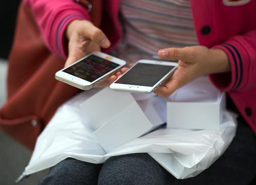 Apple tiếp tục gặp rắc rối do hạ hiệu năng iPhone đời cũ.